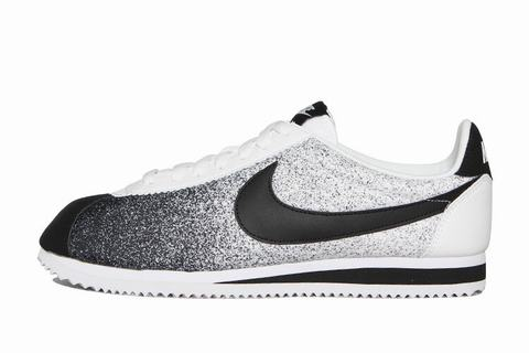 nike cortez femme nike cortez noir blanc chaussure nike classic cortez. Black Bedroom Furniture Sets. Home Design Ideas